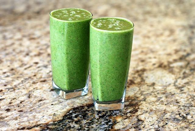 los zumos detox de aguacate constituyen una fuente de vitaminas extra, aportando vitaminas t favoreciendo la desintoxicación del organismo